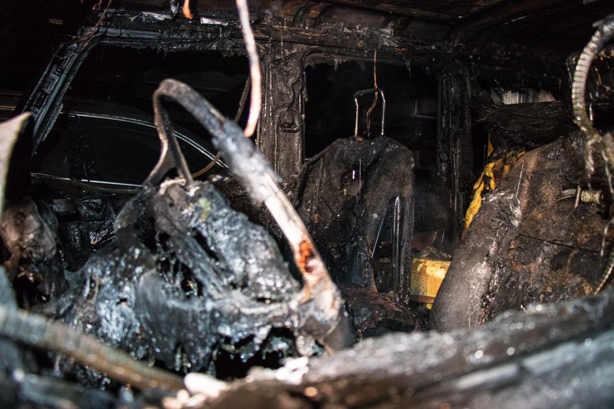 Салон авто выгорел полностью