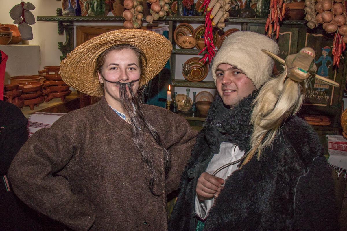 Щедровники приходят в праздничных костюмах