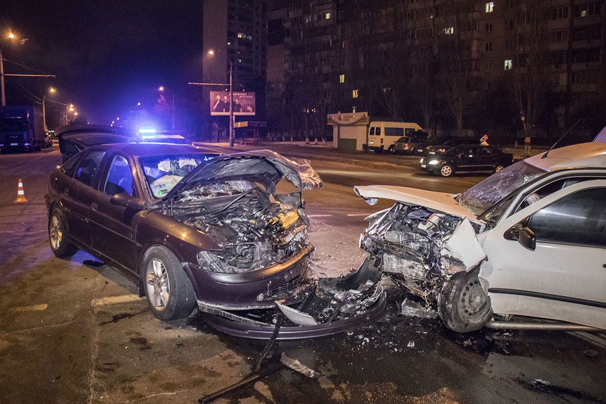 По словам водителя Opel, Volkswagen Caddy на высокой скорости вылетел на встречную полосу