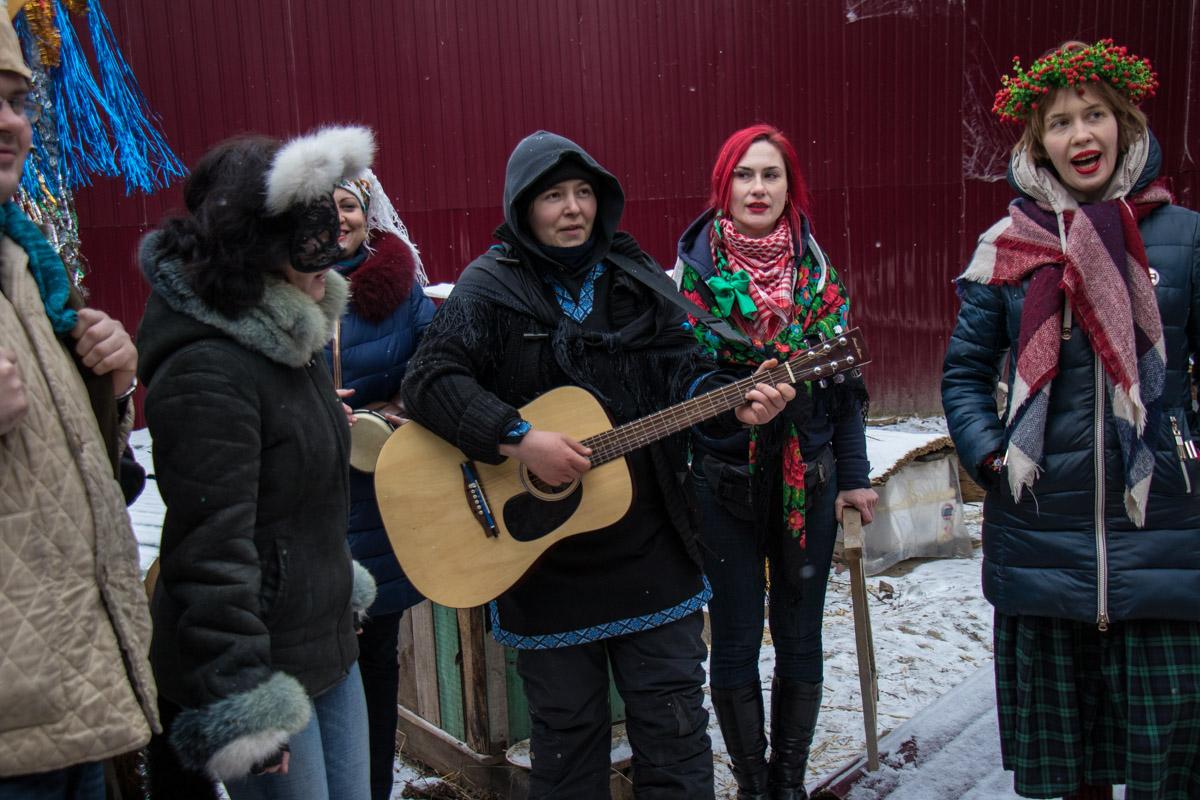 Гостей тоже заставляли петь щедровки