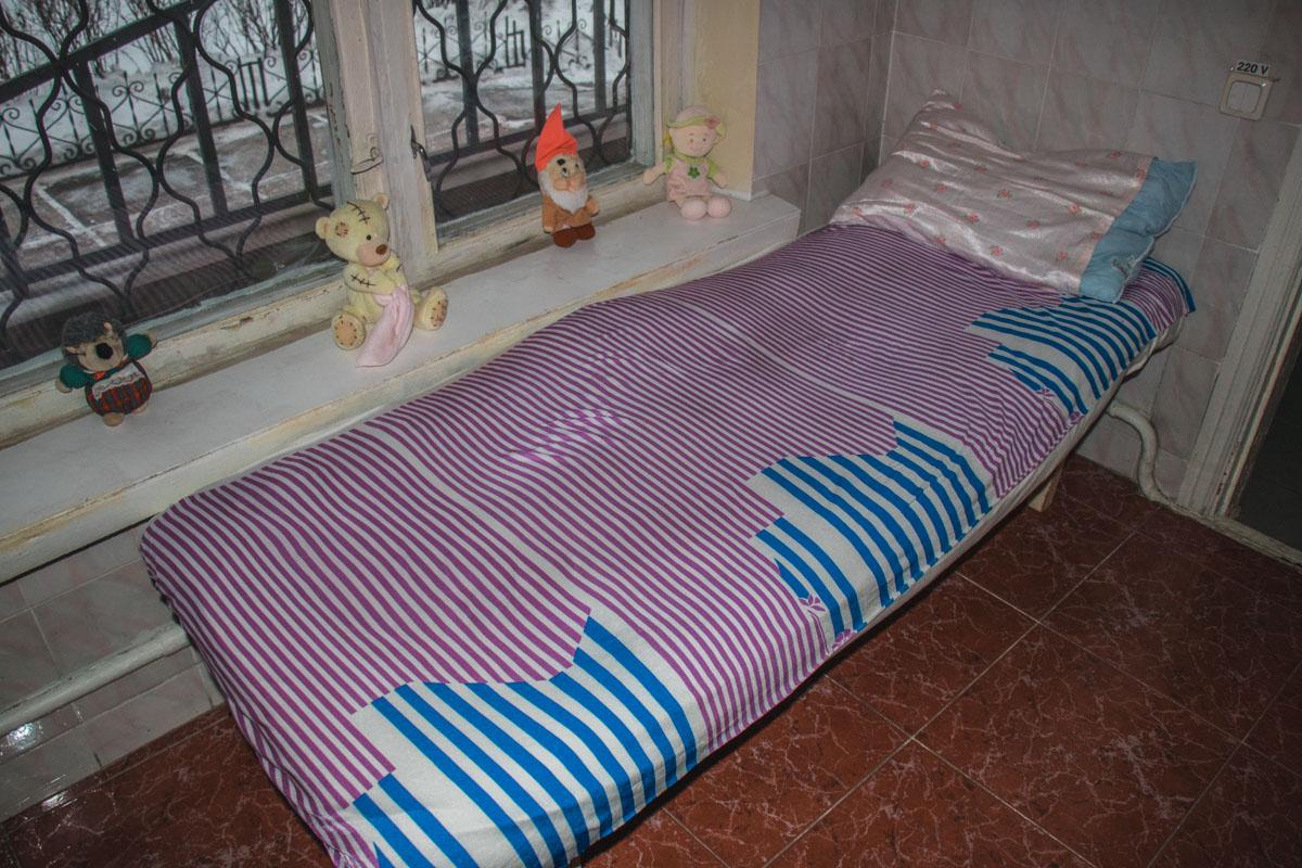 В помещении есть несколько спальных мест