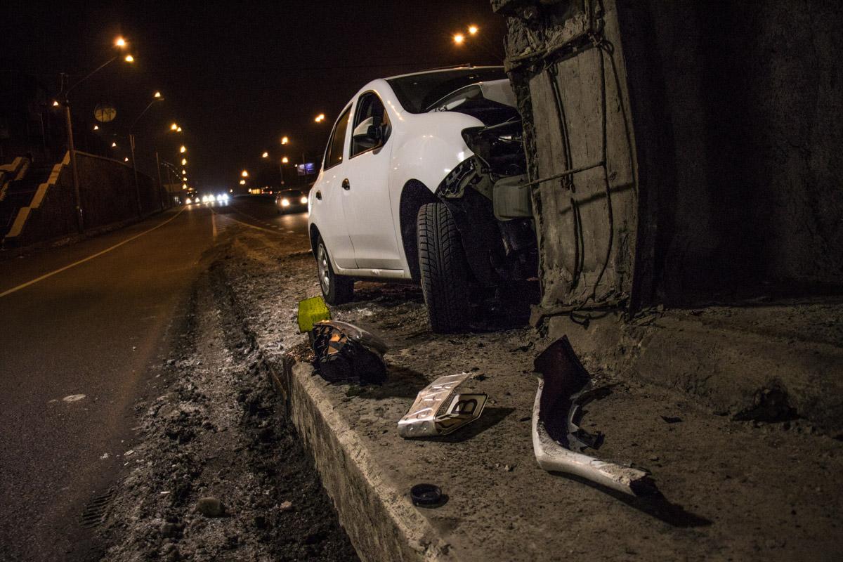 Renault ехал по проспекту Правды в сторону выезда из города