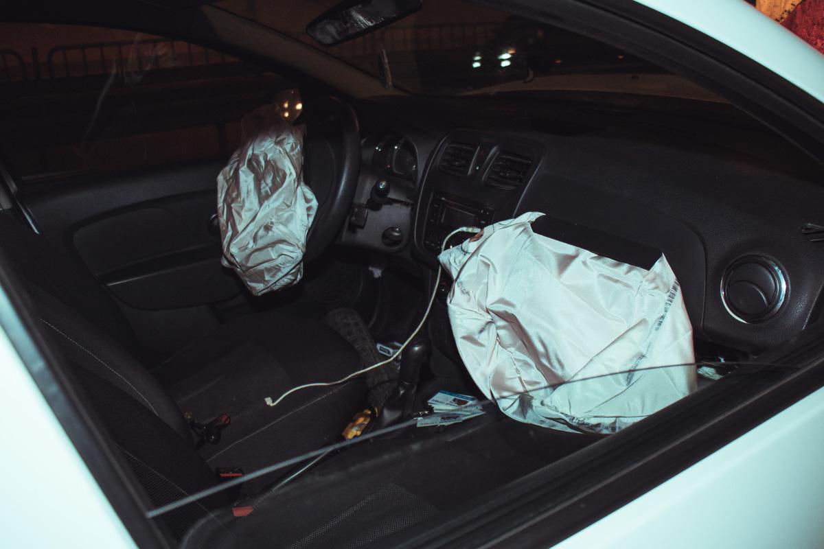 В автомобиле сработали подушки безопасности