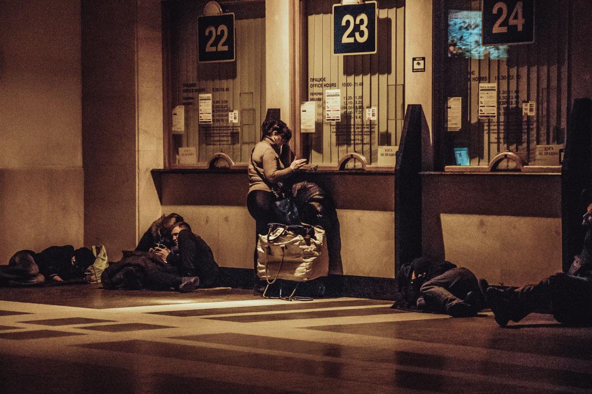 Кто-то ждет поезд, а кому-то его не дождаться