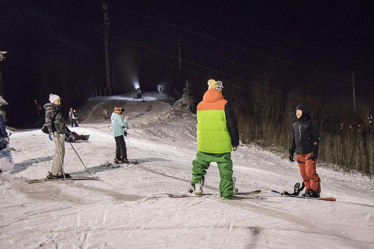 Несмотря на мороз, люди с удовольствием покоряют новые вершины