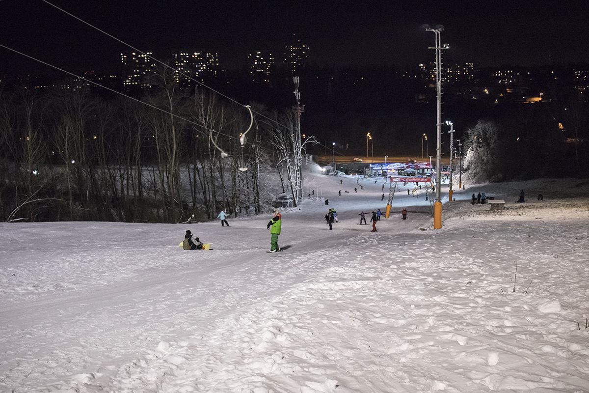 Любители зимних видов спорта не нарадуются настоящей зиме