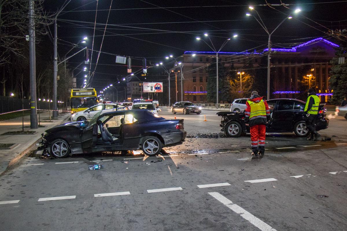 Авария частично заблокировала движение на Соломенской площади