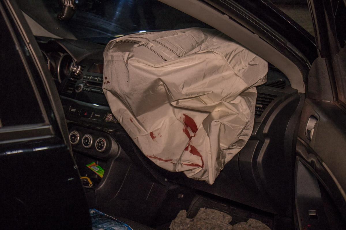 От удара у Mitsubishi сработали подушки безопасности