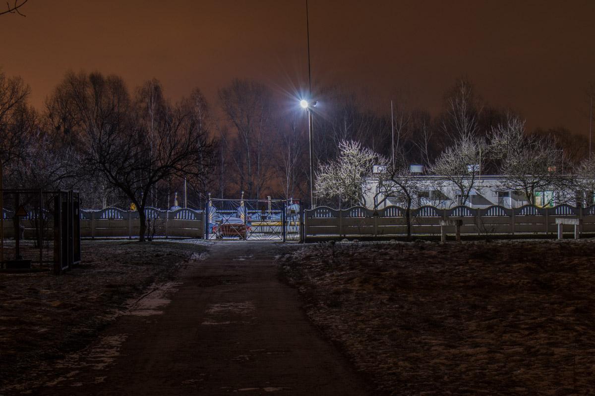 В морозную ночь местность выглядит особенно непривычно