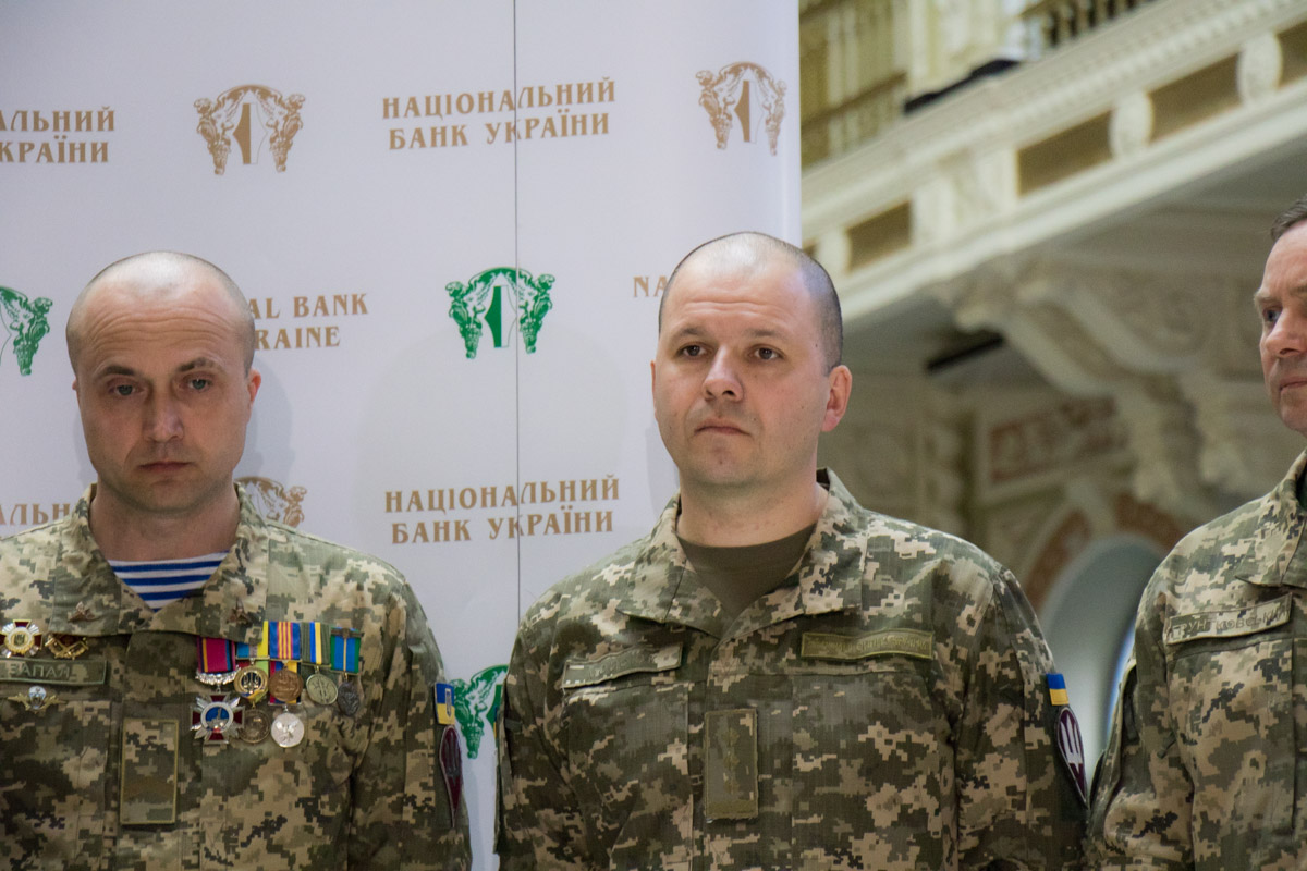 Воины уверены, памятная монета поможет сохранить украинскую историю