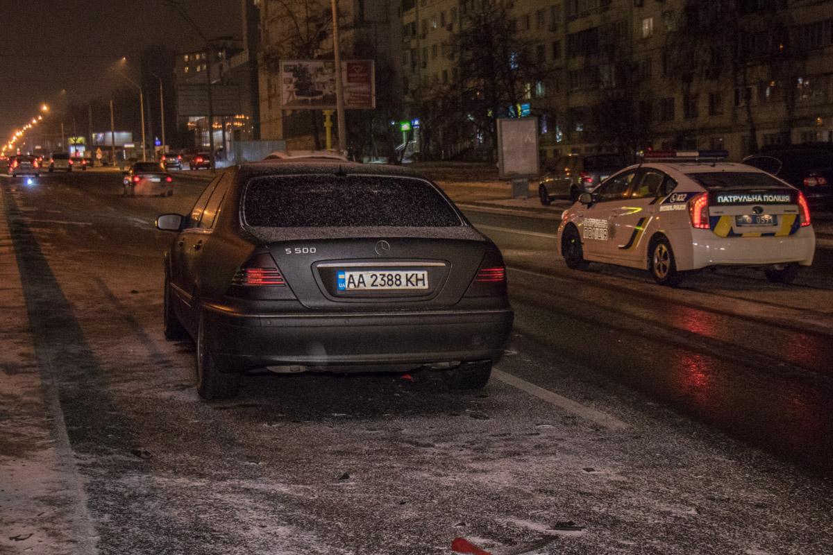 Водители не справляются с управлением на скользкой дороге