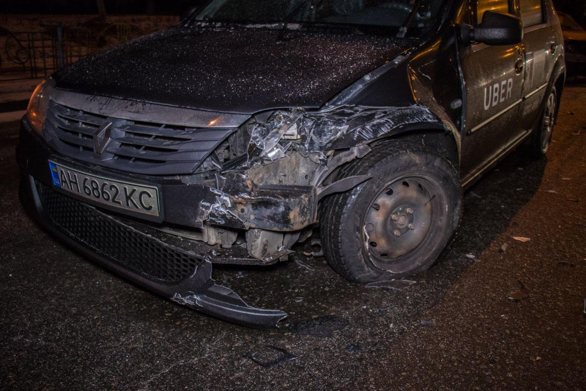 У обоих авто серьезно повреждены передние части машин с правой стороны