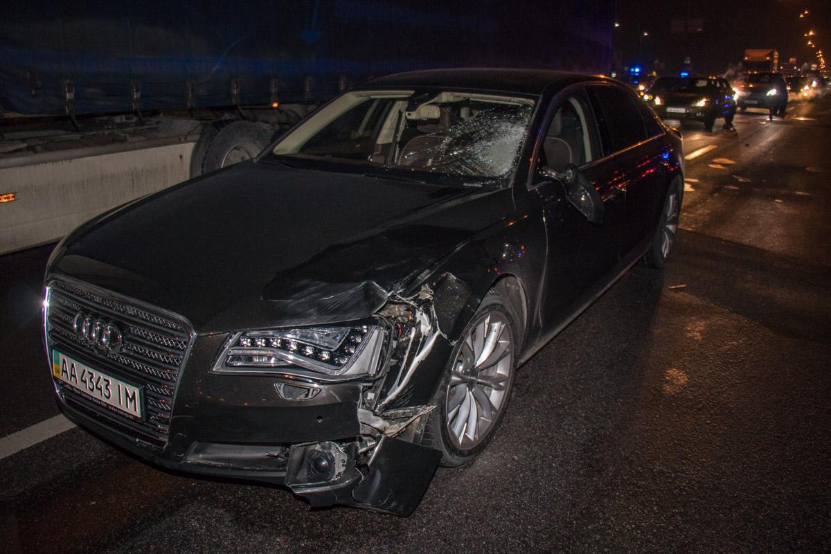 Удар пришелся на левую часть авто