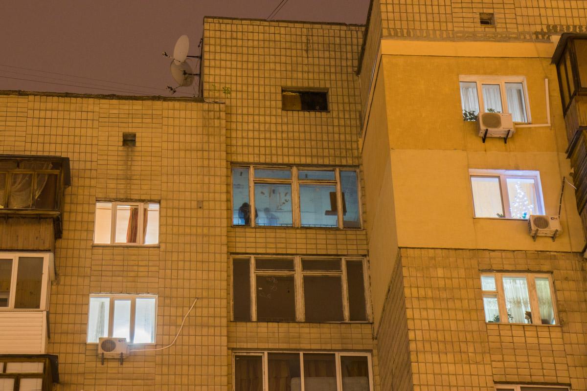 Девушка выпала из окна 9-го этажа