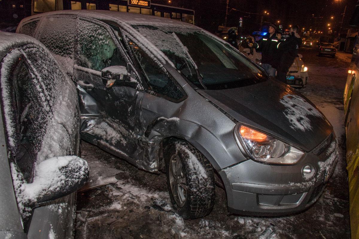 Ford врезался в Daewoo Lanos и 114-й автобус