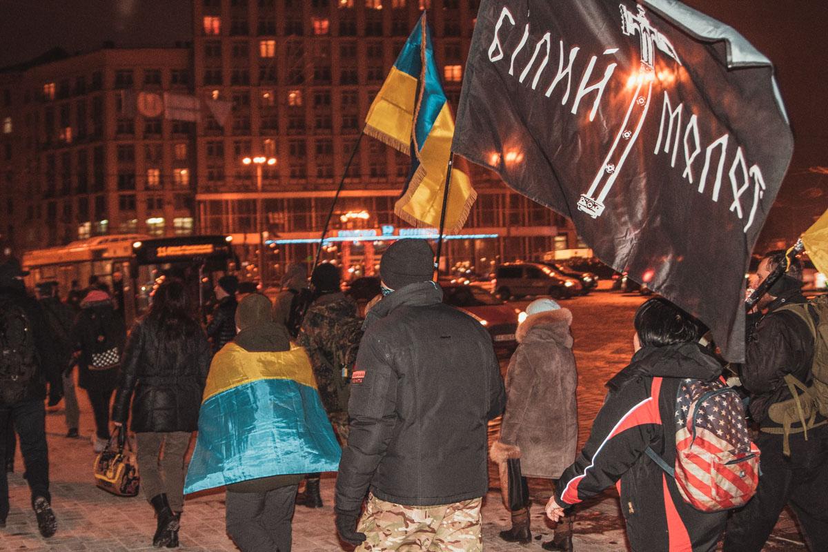 Около 18:40 на Михайловской площади возле памятника княгини Ольги собралось около 50 активистов