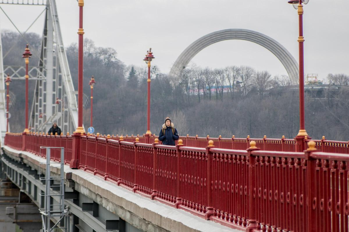 Переход по мосту - хорошее время, чтобы задуматься о важном
