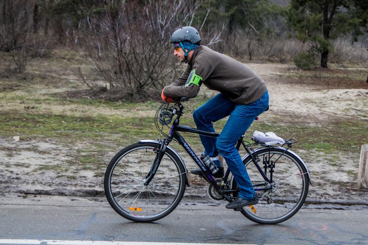 За рулем велосипеда лучше не ловить гав