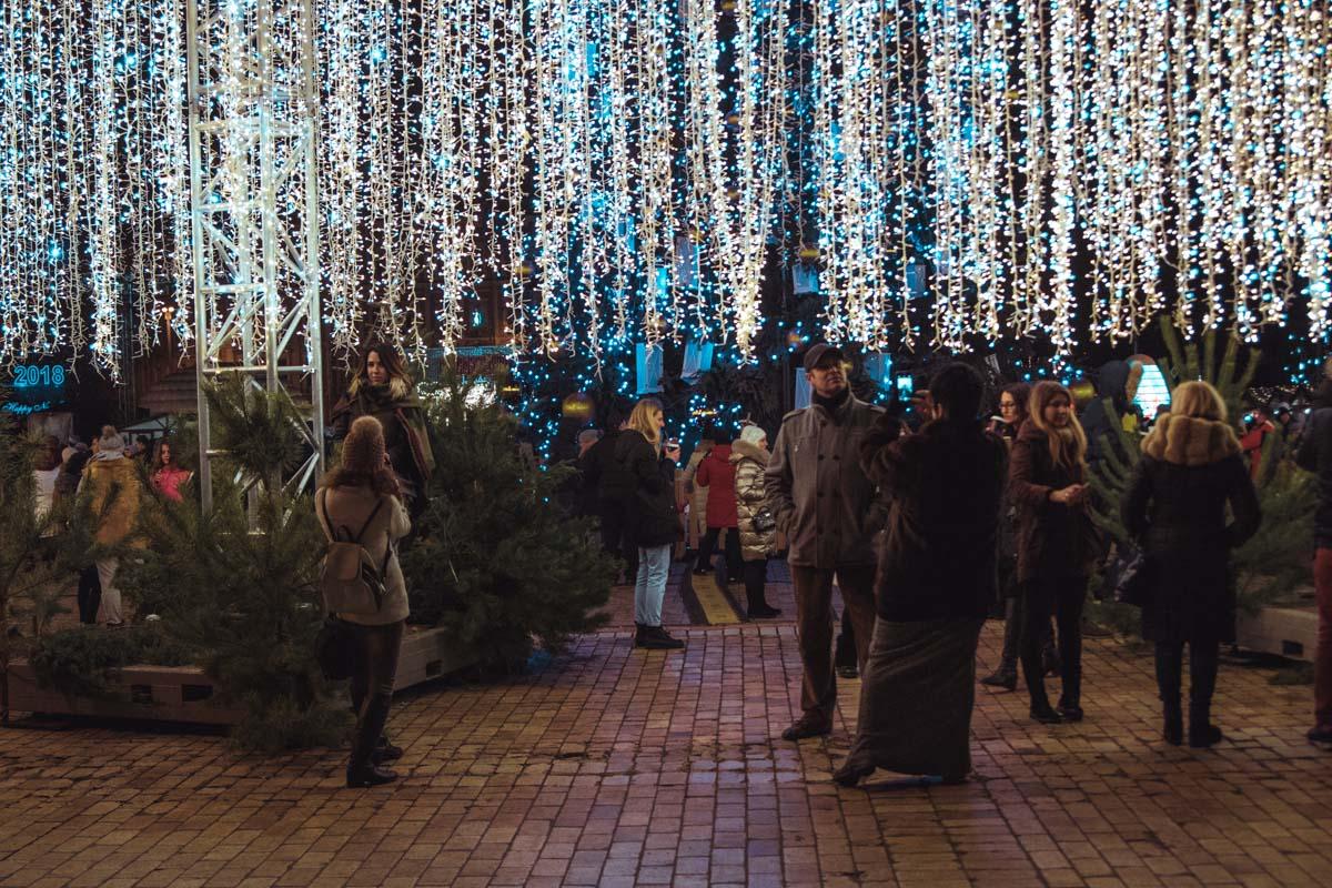 На Софийской площади в Святвечер особенно многолюдно