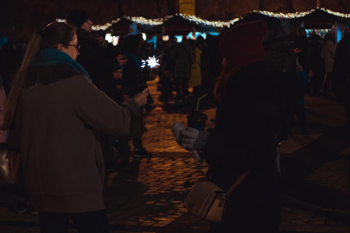 Рождество в Киеве встречают с праздничными огнями