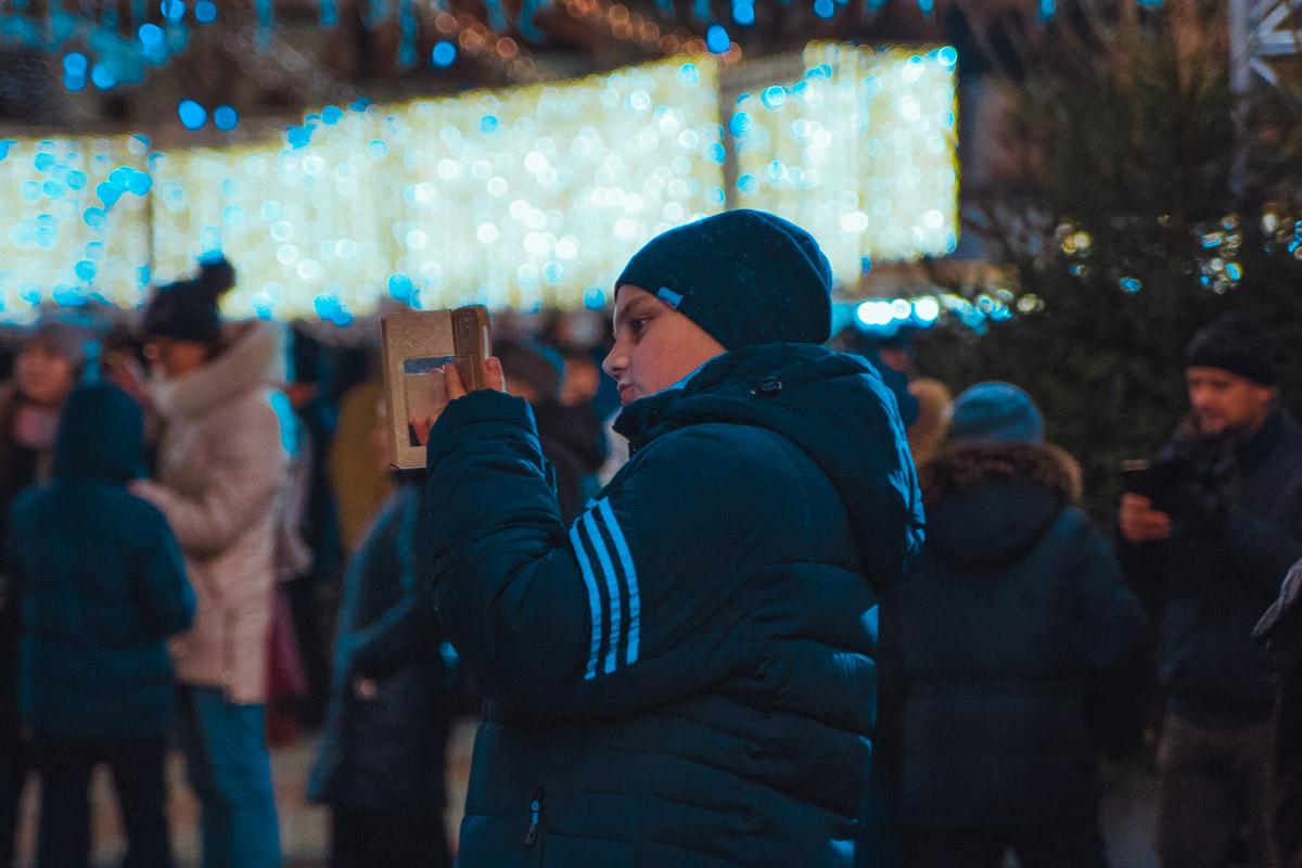 Детвора из разных регионов Украины празднует на площади