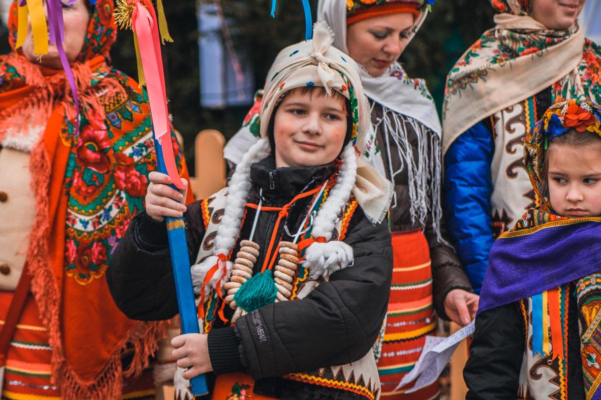 Колядки пели в традиционной украинской одежде