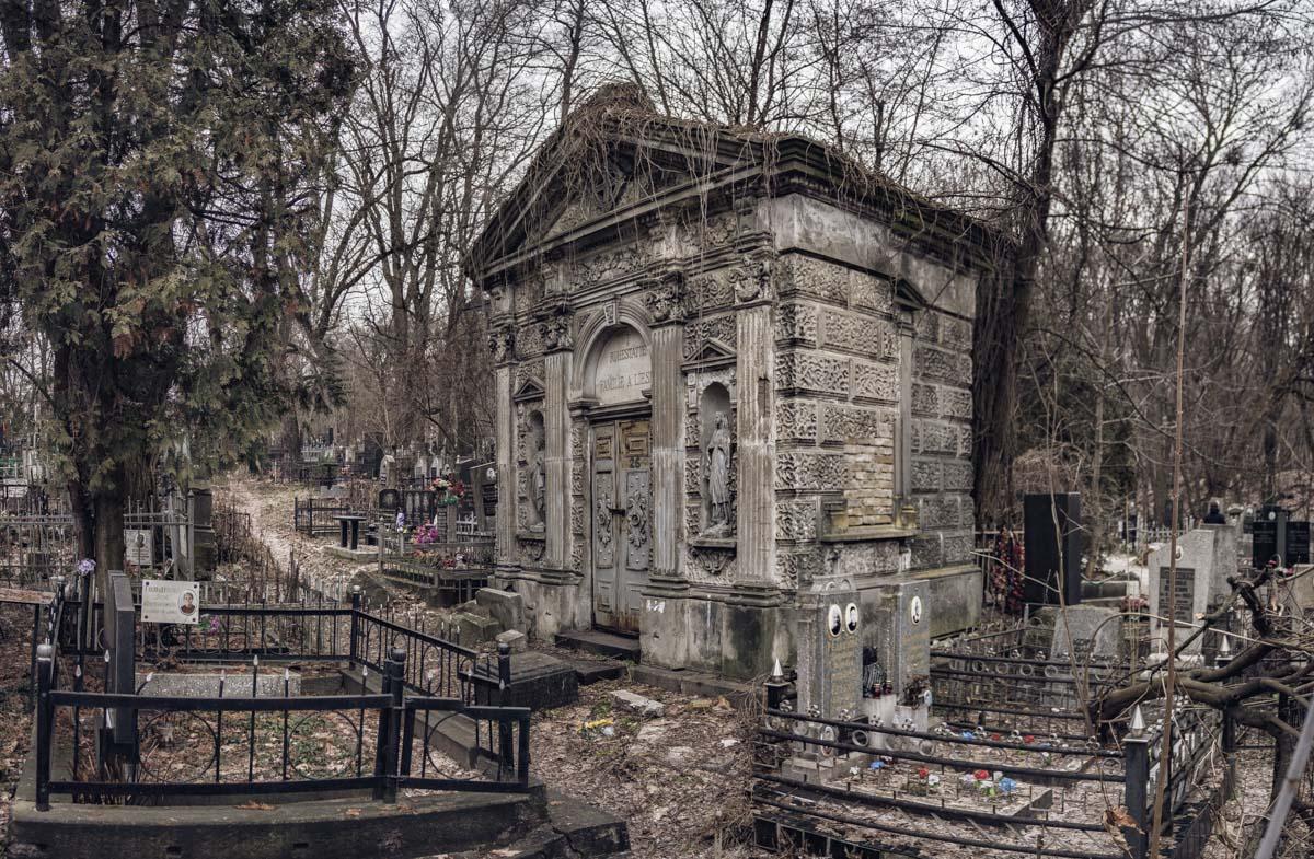 Место на кладбище найти непросто