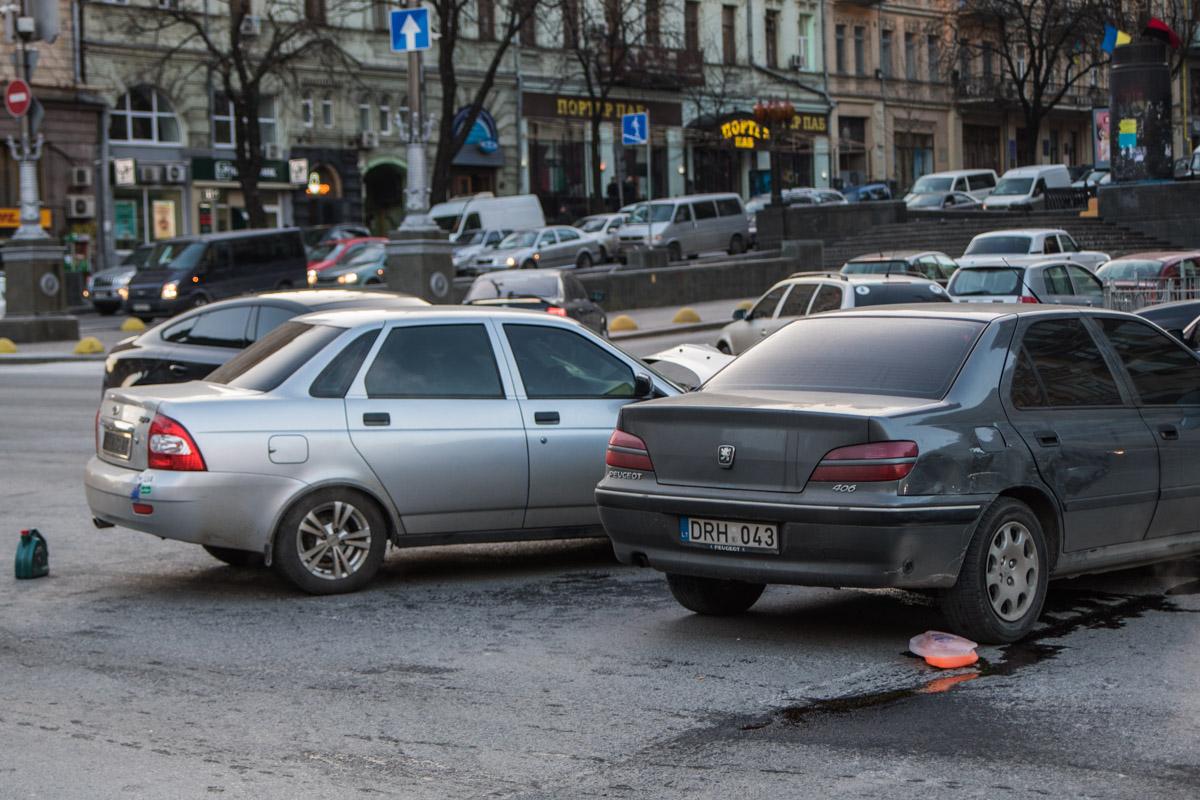 Авария произошла на Крещатике, напротив Бессарабского рынка