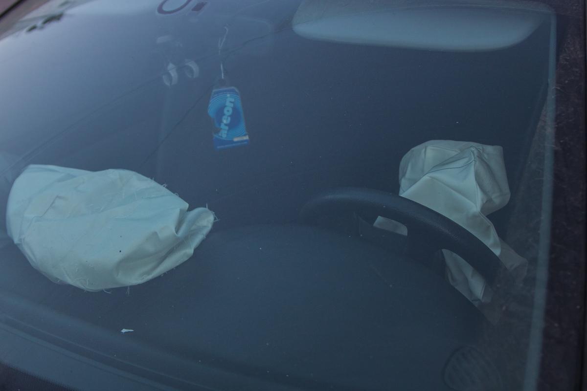 В Peugeot сработали подушки безопасности