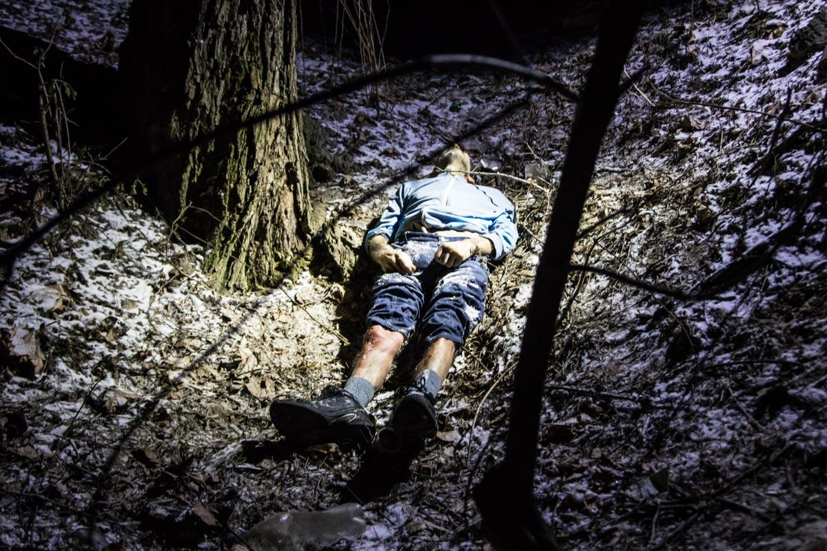 В Соломенском парке нашли мертвого мужчину