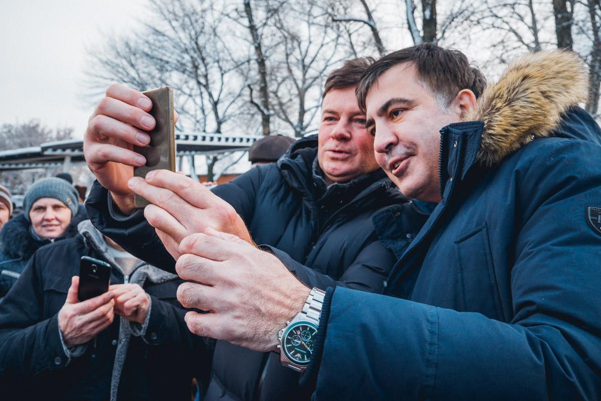 Был среди гостей пляжа и Михаил Саакашвили