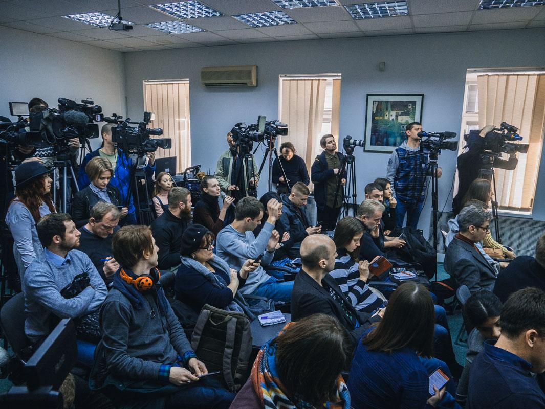 Данные личности вызвали немалый интерес у прессы, некоторые журналисты пресс-конференцию слушали в коридоре