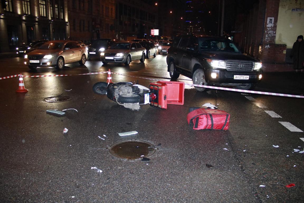 ДТП произошло на пересечении улиц Антоновича и Федорова