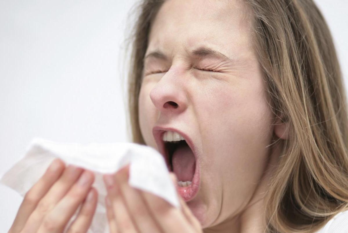 При чихании может произойти спонтанный разрыв стенки глотки