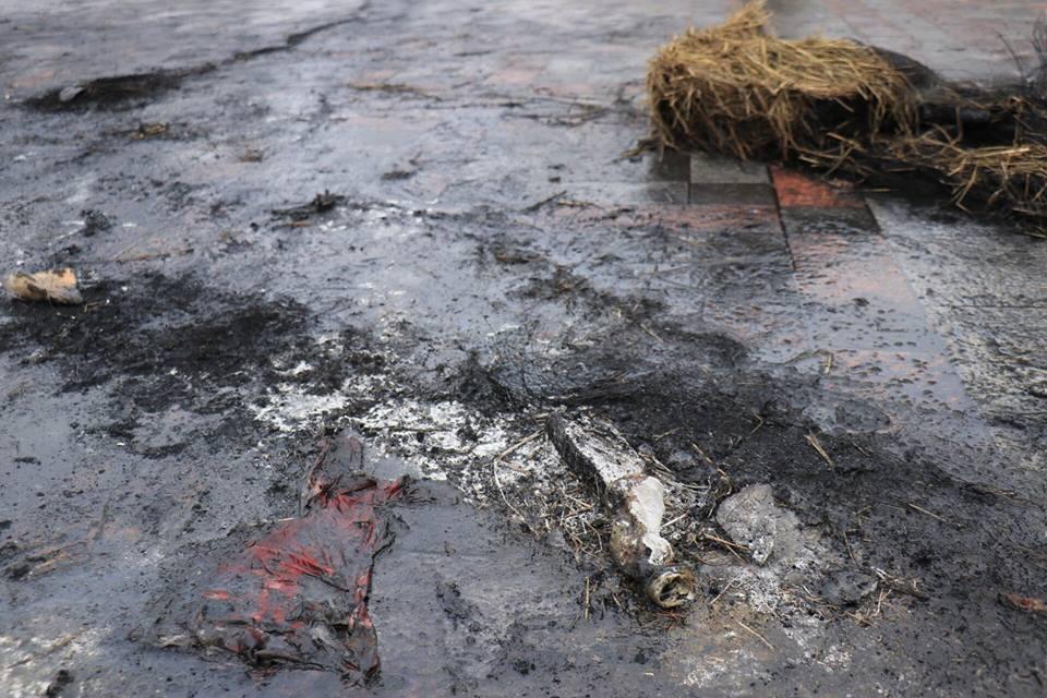 Жители палаточного городка сожгли вместе с шинами флаг РФ
