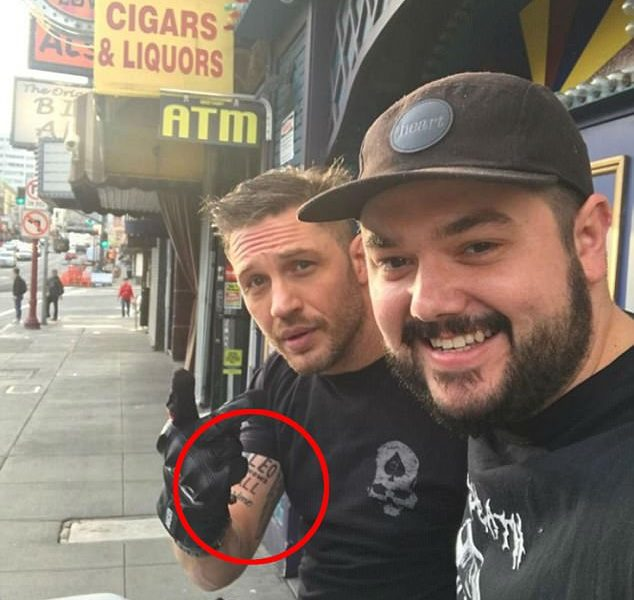 Том Харди проспорил Ди Каприо татуировку