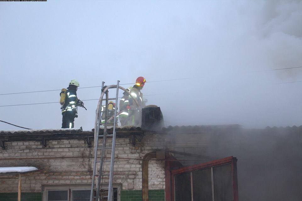 Загорелся склад площадью 150 квадратных метров