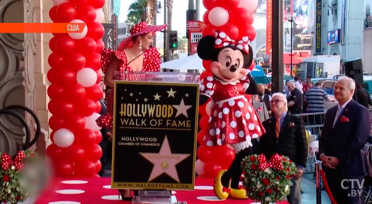 В Голливуде на «Аллее славы» появилась звезда Минни Маус