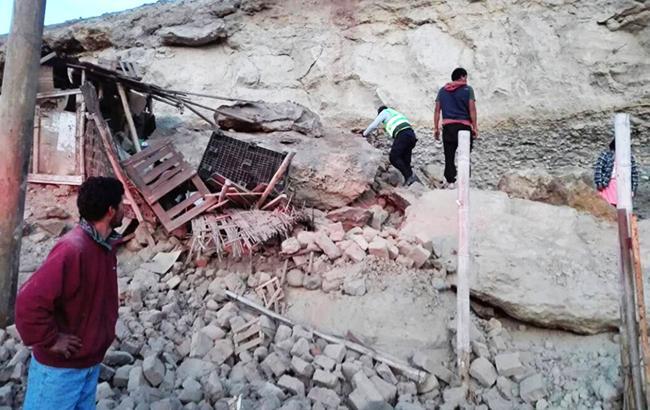 В прибрежной зоне от землетрясения разрушились некоторые дома и дороги