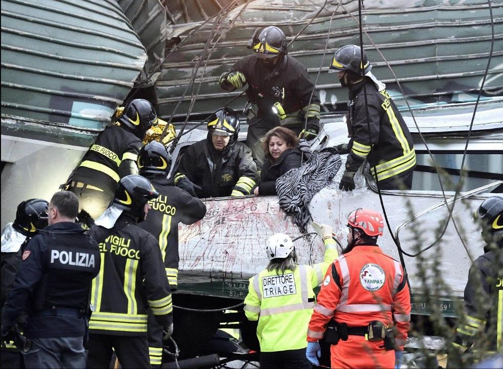 В катастрофе три человека погибли, 15 получили серьезные ранения