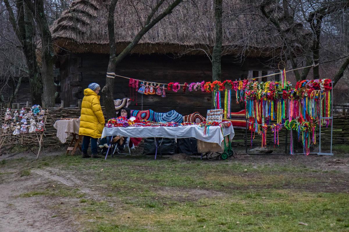 На мини-ярмарке можно было купить сувениры ручной работы