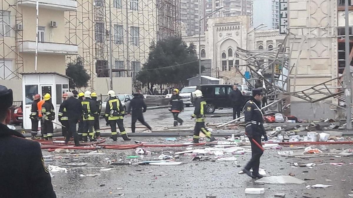 Из-за взрыва в Баку погибли два человека