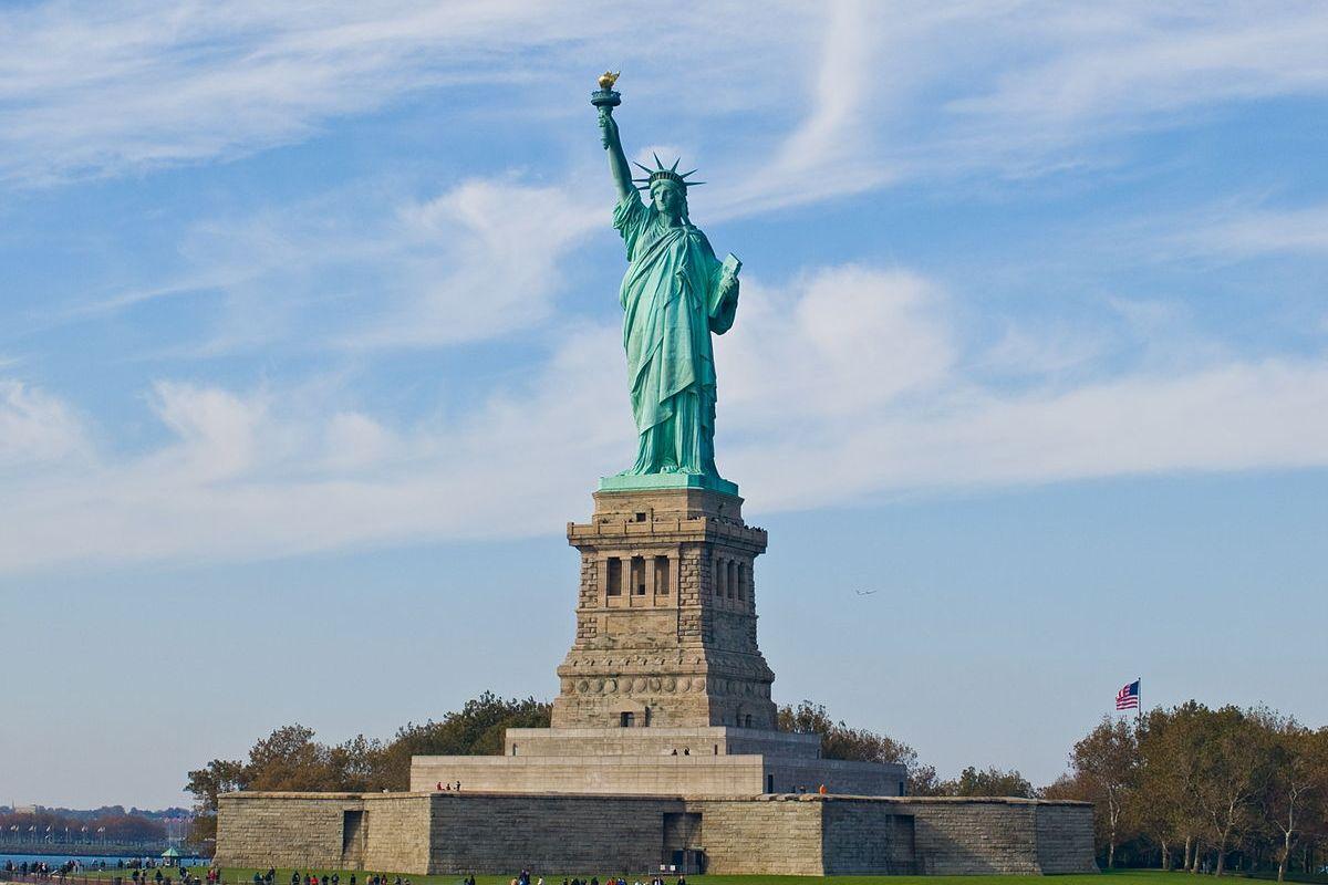 Статую Свободы закрыли для посещения туристов