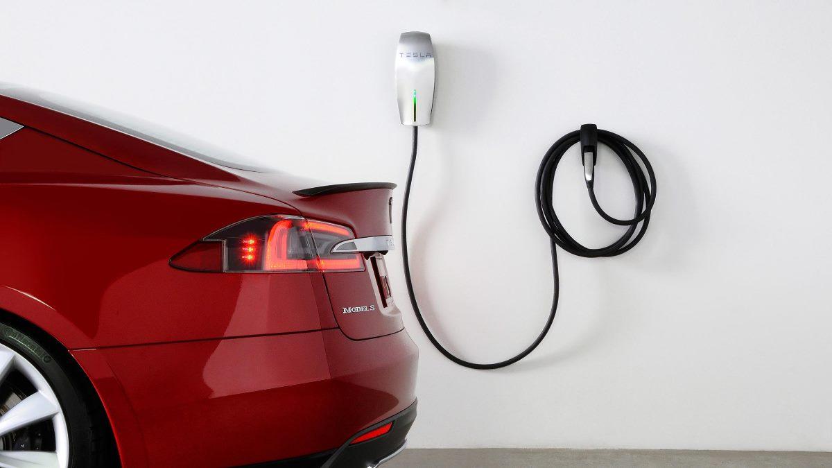В течение 2018-го в Украину позволили ввозить электромобили без уплаты акциза и НДС