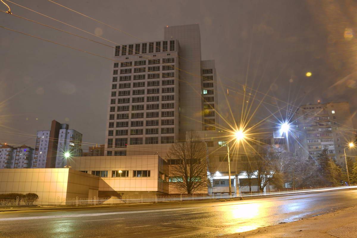 Так выглядит здание Центральной расчетной палаты Нацбанка Украины ночью