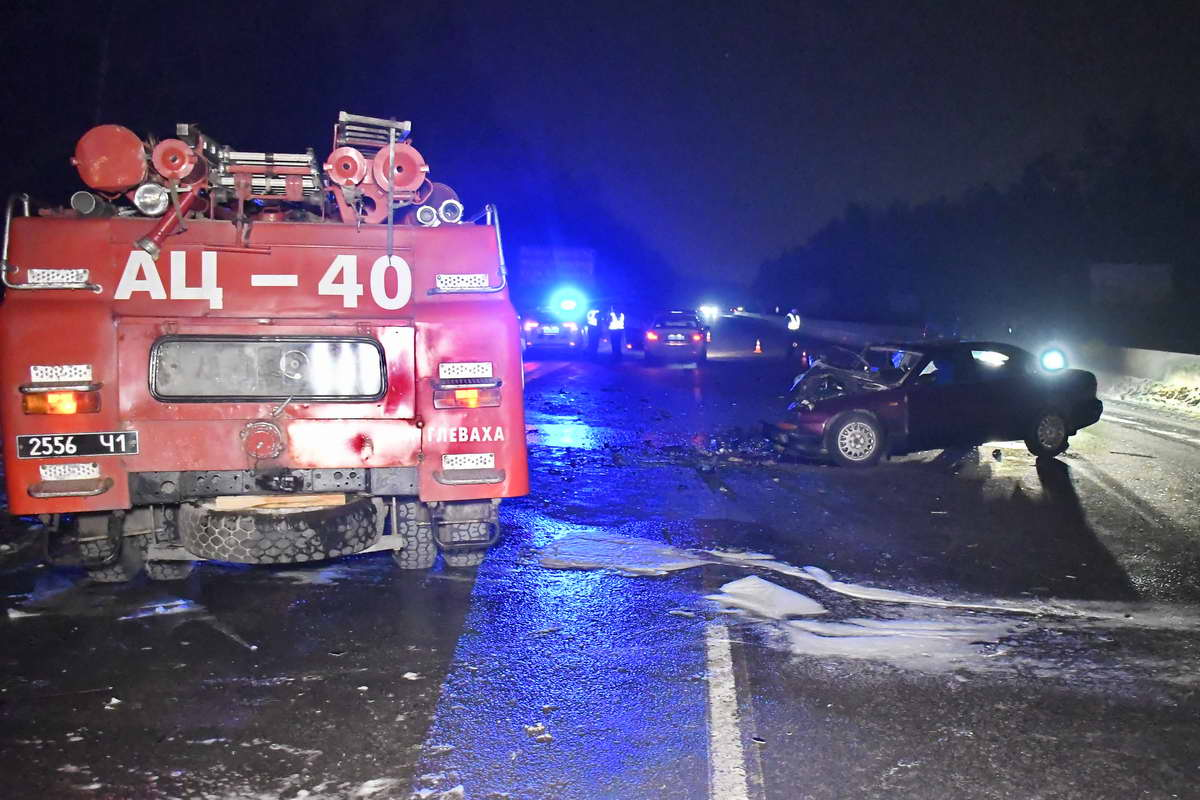 На месте аварии работали сотрудники ГСЧС