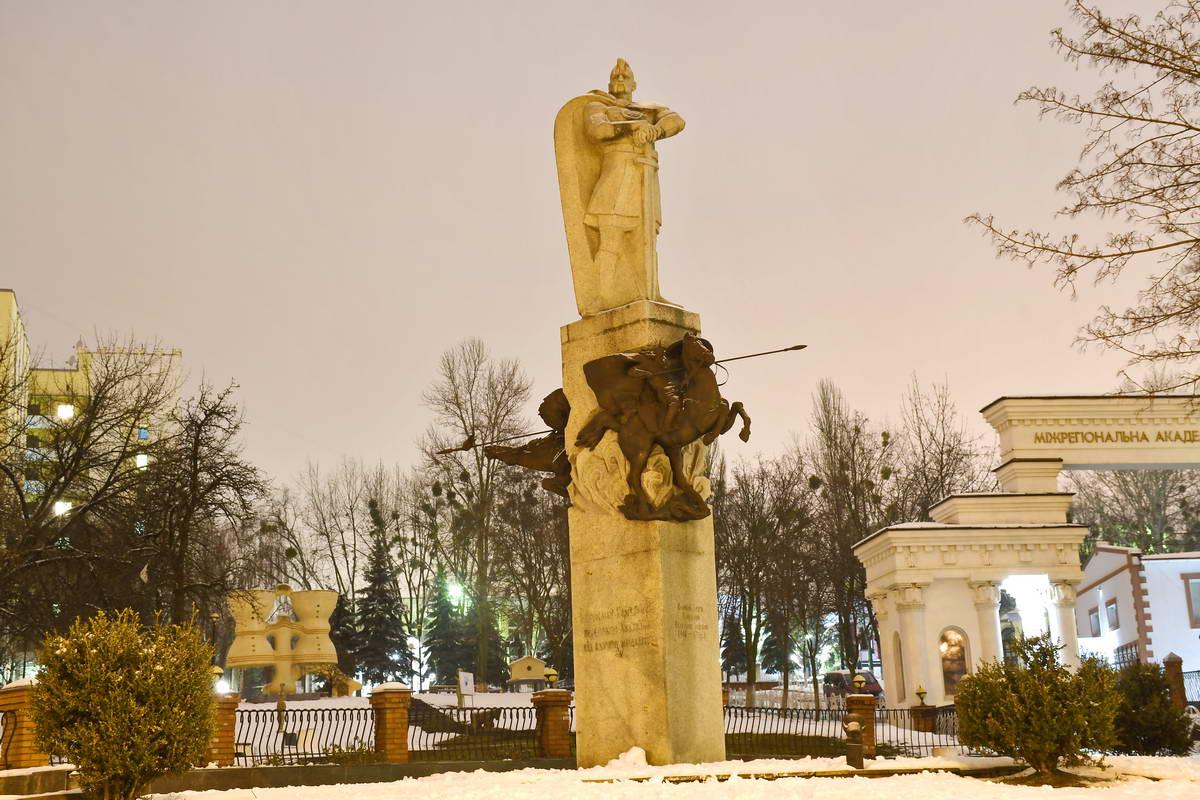 Памятник Великому князю Киевскому Святославу Игоревичу