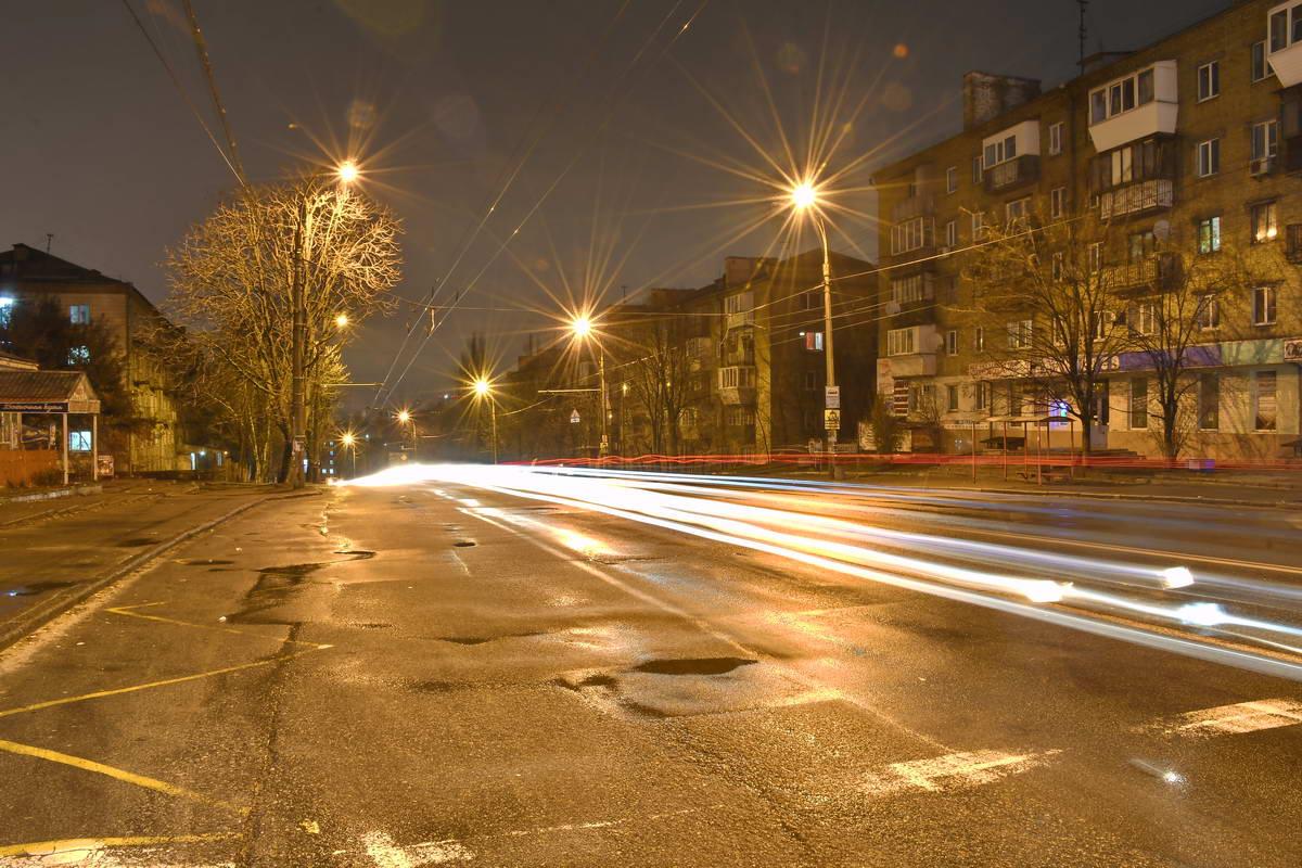 Ночью на проспекте не найдешь ни людей, ни машин