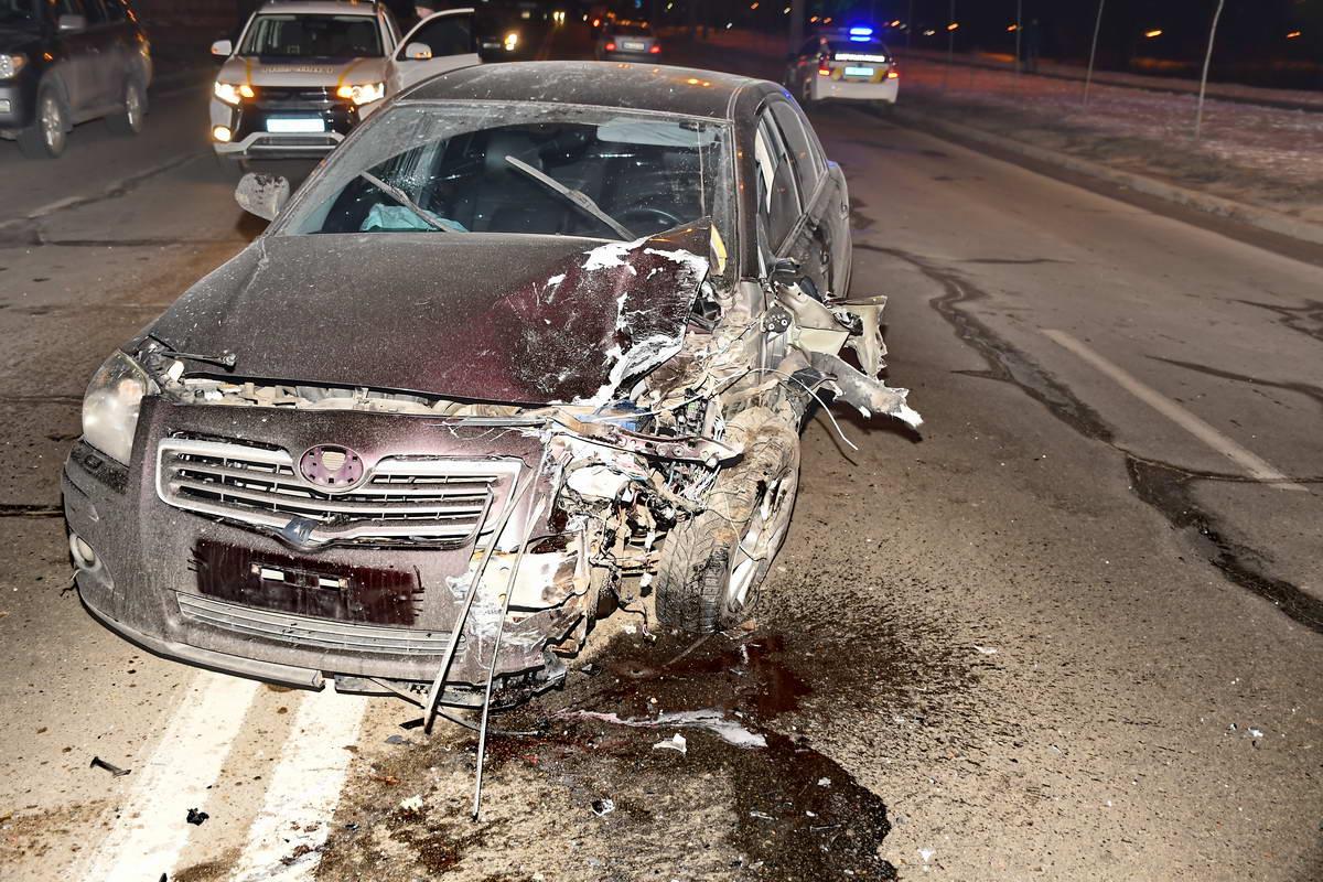 Водитель Toyota сорвал номера и скрылся с места ДТП