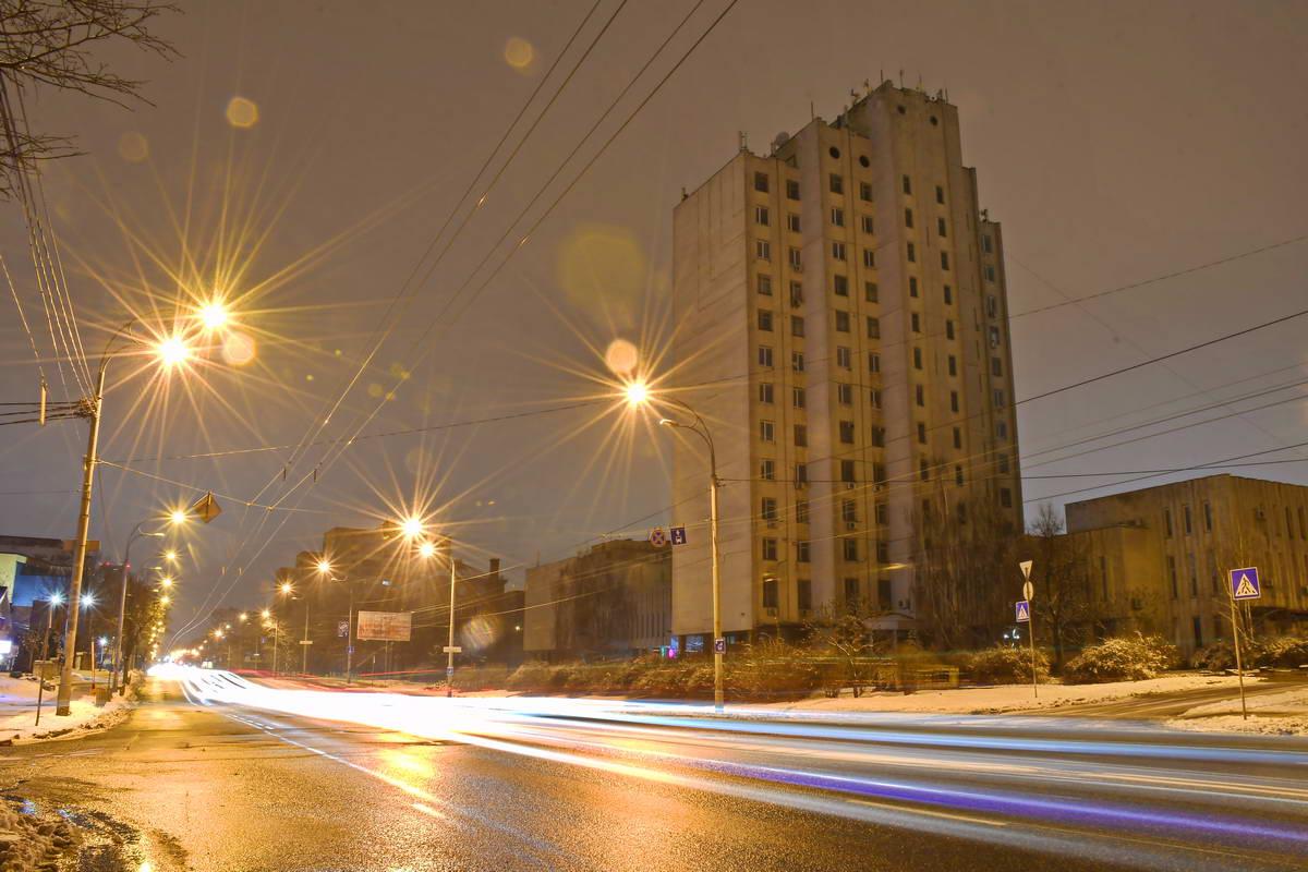 Проспект Лобанвоского застроен одноэтажными и многоквартирными домами